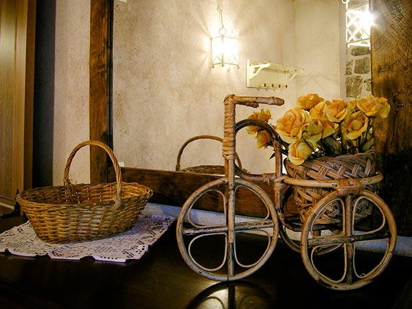 detalle de maceta con forma de bicicleta